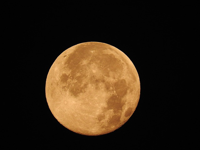 full-moon-872834_640